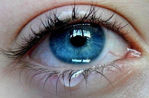 Слезоточивость при ожоге глаза